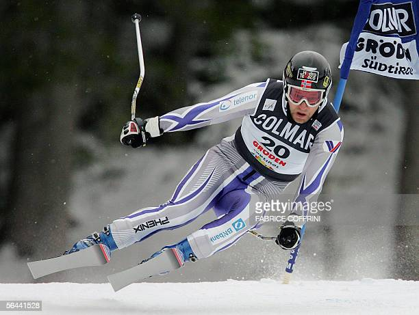 Kjetil Andre Aamodt of Norway competes the Alpine skiing World Cup men SuperG in Val Gardena 16 December 2005 Hans Grugger of Austria won the race...