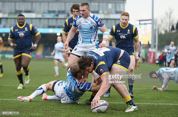 Val Rapava Ruskin of Worcester scores their first try during the European Rugby Challenge Cup match between Worcester Warriors and EniseiSTM at...