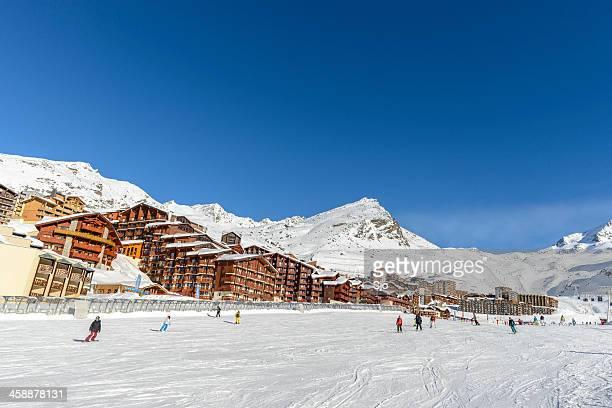 val thorens ski piste - val thorens stock pictures, royalty-free photos & images