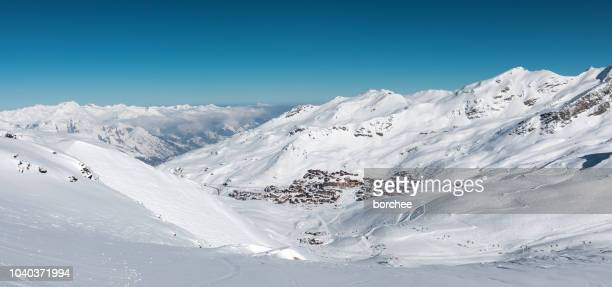 val thorens village - trois vallees stock pictures, royalty-free photos & images