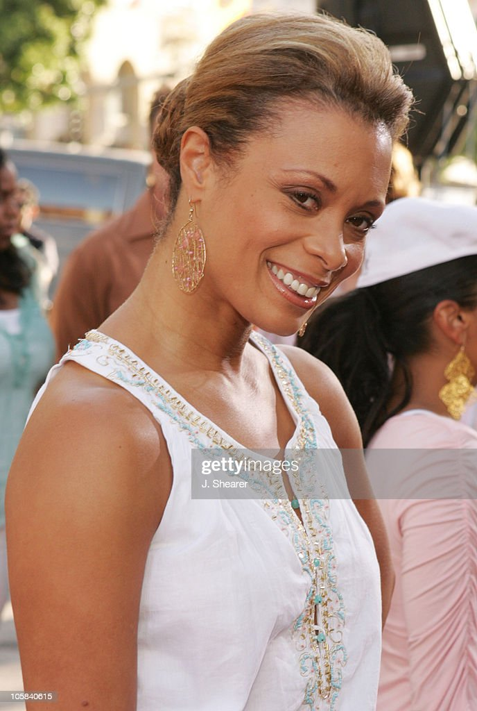 Valarie Pettiford during 'The Honeymooners' Los Angeles Premiere - Red Carpet at Grauman's Chinese Theater in Hollywood, California, United States.