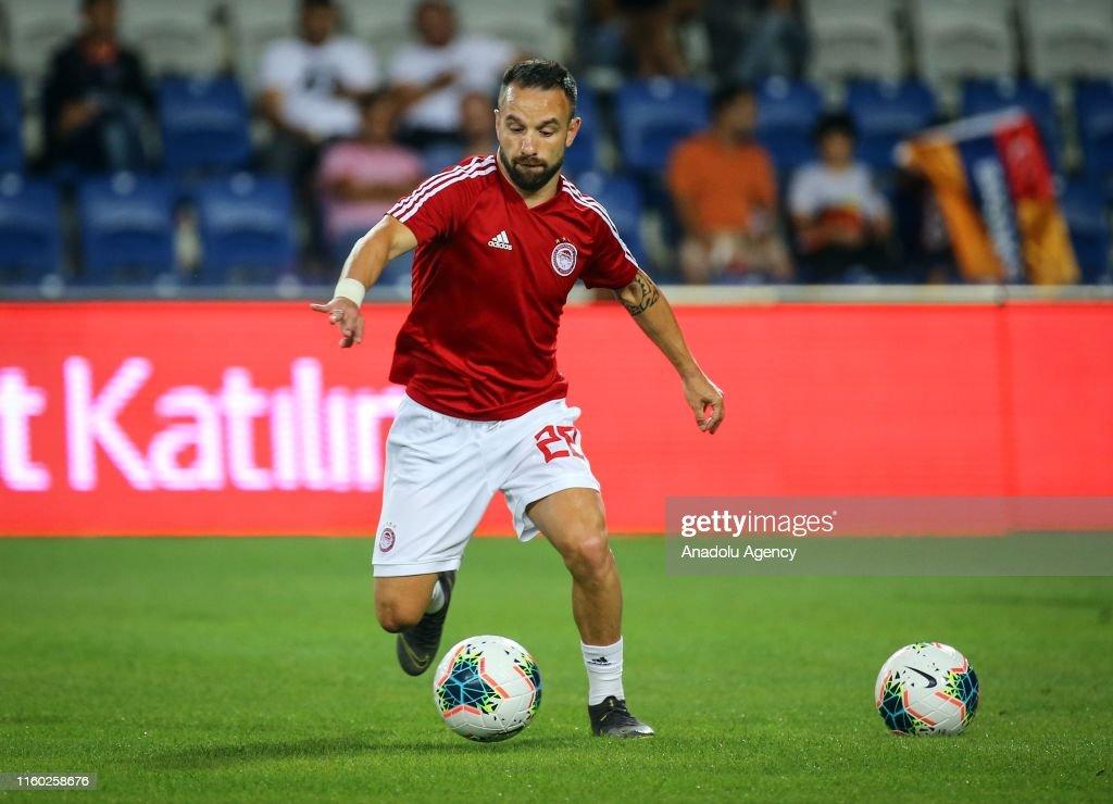 Medipol Basaksehir vs Olympiacos: UEFA Champions League : News Photo