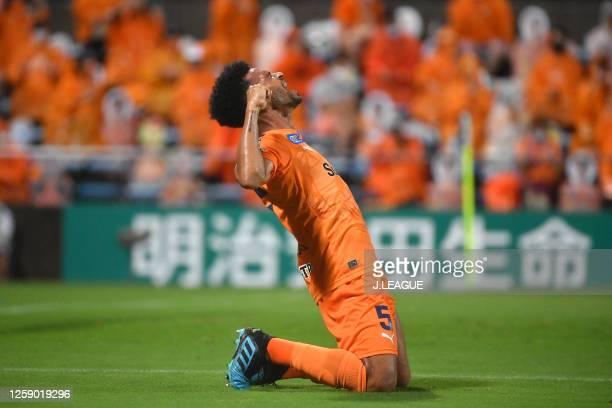 Valdo of Shimizu S-Pulse celebrates scoring his side's fourth goal during the J.League Meiji Yasuda J1 match between Shimizu S-Pulse and Oita Trinita...