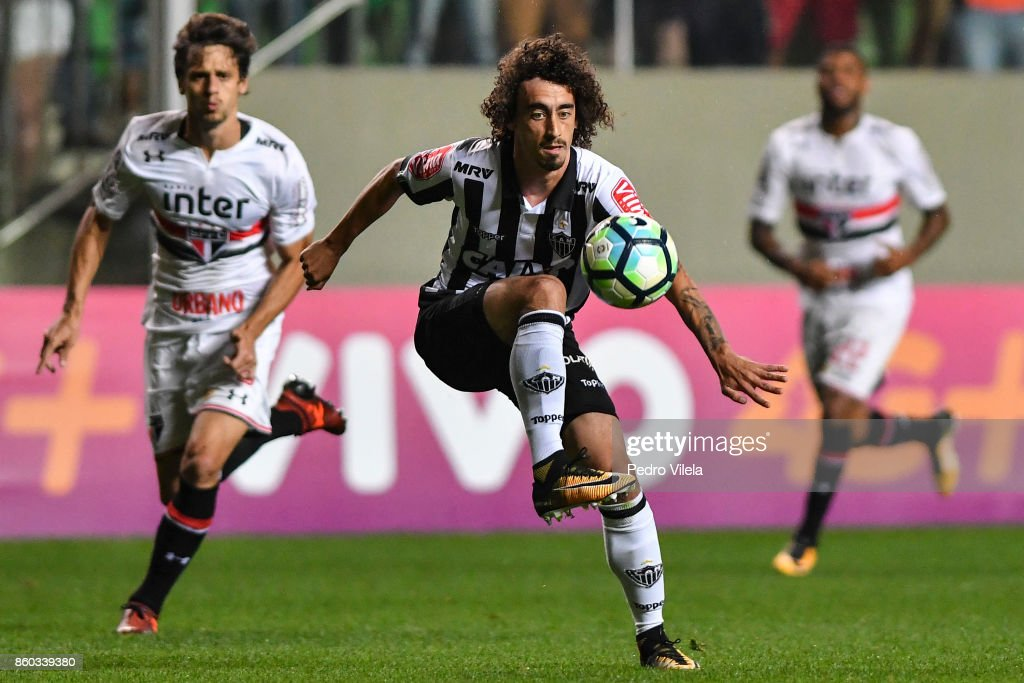 Valdvia #20 of Atletico MG and Caio #3 of Sao Paulo battle for the ball during a match between Atletico MG and Sao Paulo as part of Brasileirao Series A 2017 at Independencia stadium on October 11, 2017 in Belo Horizonte, Brazil.