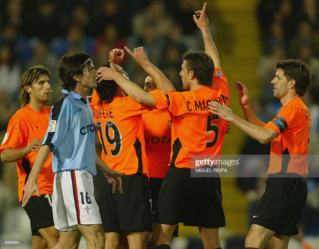 Valencia Celebrate The Goal Of Francisco Rufete As Celta Vigos Jose Ignacio Saenz D L
