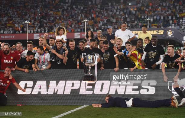 Valencia CF players celebrate with the trophy at the end of the Spanish Copa del Rey match between Barcelona and Valencia at Estadio Benito...