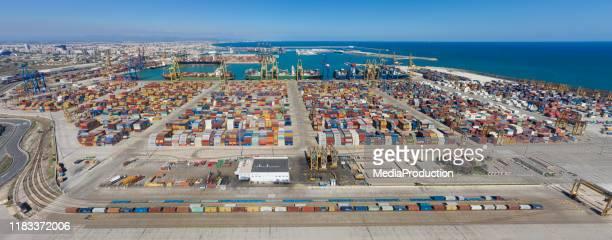 panorama de los muelles comerciales de valencia - dársena fotografías e imágenes de stock