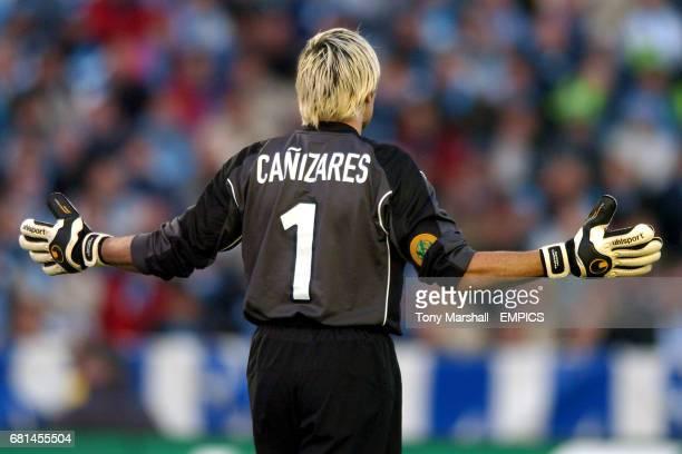 Valencia goalkeeper Santiago Canizares