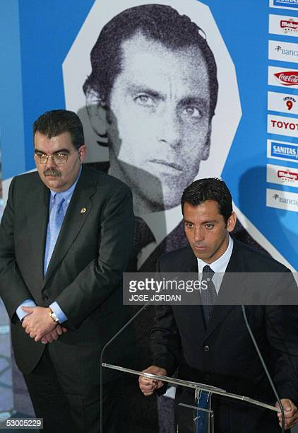Valencia 's new coach Quique Sanchez Flores flanked by Valencia's president Bautista Soler answers journalists during his official presentation in...