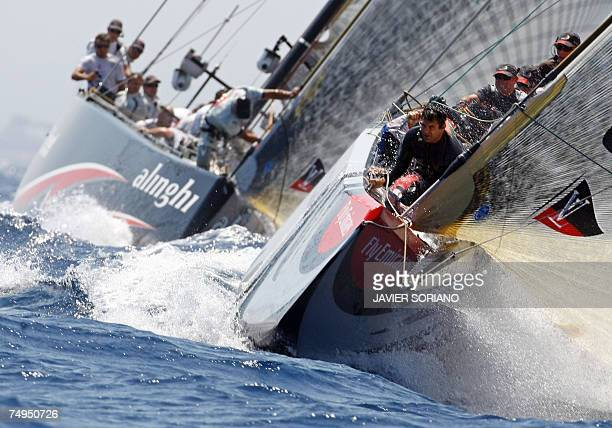 Emirates Team New Zealand lead Swiss Alinghi at the start of the fifth day of racing in the 32nd America's Cup in Valencia, 29 June 2007. Swiss...