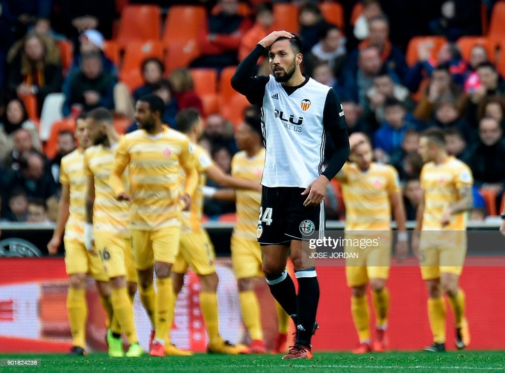 Valencia's Argentinian defender Ezequiel Garay reacts after Girona scored a goal during the Spanish league football match between Valencia and Girona at the Mestalla stadium in Valencia on January 6, 2018. /