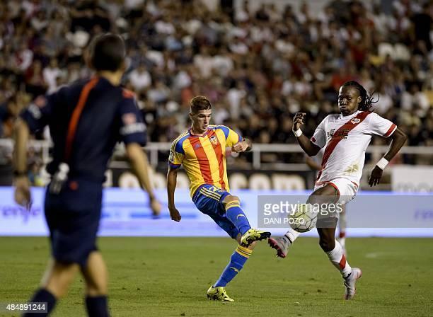 Valencia's Argentinian forward Rodrigo de Paul vies with Rayo's Angolan forward Manucho during the Spanish league football match Rayo Vallecano de...