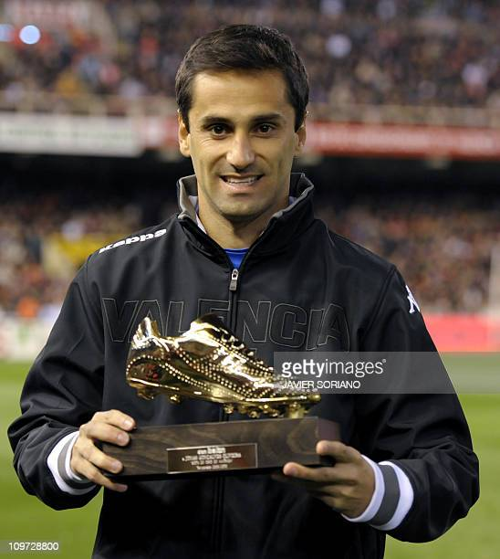 Valencia's Brazilian forward Jonas Goncalves Oliveira poses with his trophy after receiving the 'America's Gold Boot 2010' award for best scorer with...