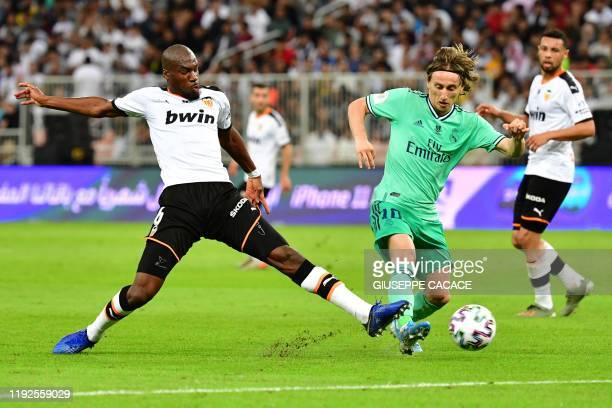 Valencia's Central African RepublicFrench midfielder Geoffrey Kondogbia vies for the ball with Real Madrid's Croatian midfielder Luka Modric during...