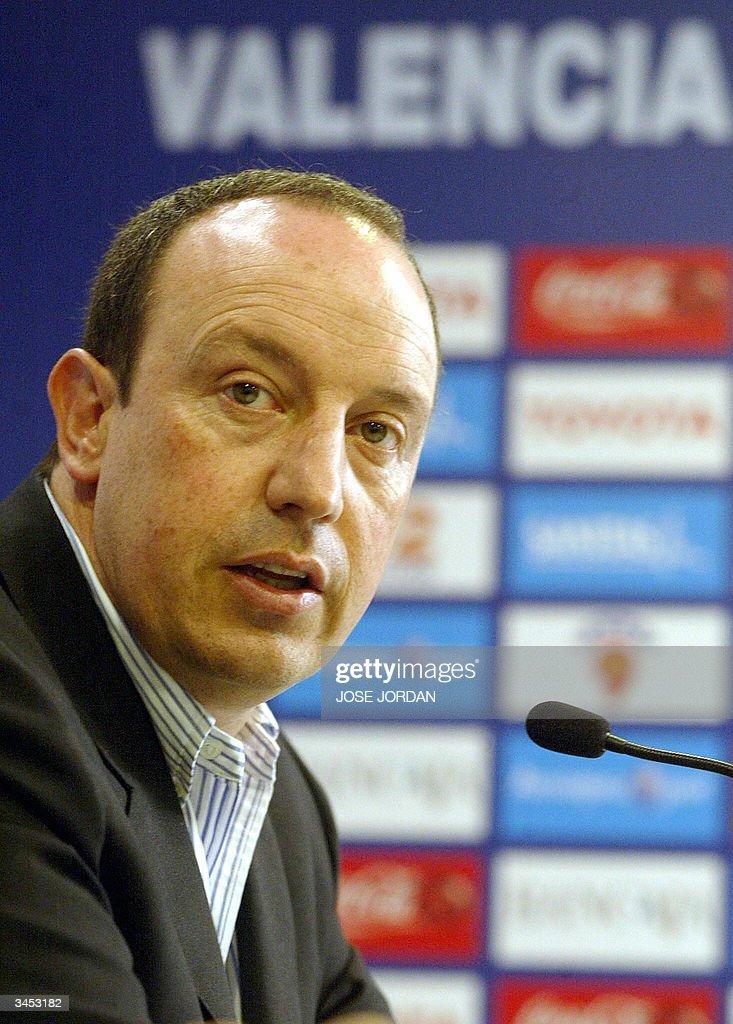 Valencia's coach Rafa Benitez answers jo : News Photo