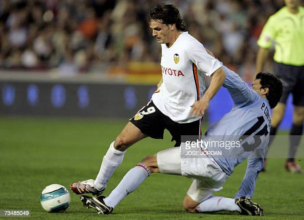 Valencia?s Fernando Morientes figths for the ball with Celta?s Chilenian Pablo Contreras during their Spanish league football match at Mestalla...