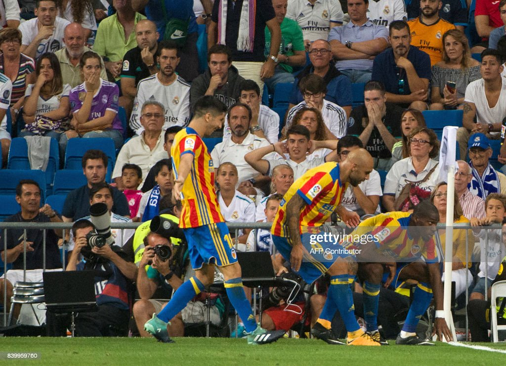 Valencia's French midfielder Geoffrey Kondogbia (R) celebrates after scoring during the Spanish league football match Real Madrid CF vs Valencia CF at the Santiago Bernabeu stadium in Madrid on August 27, 2017. /