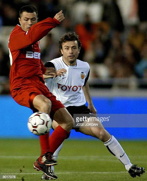 Valencia's Italian Amadeo Carboni vies for the ball with Besiktas's Rumanian Adrian Ilie during UEFA cup match in Mestalla Stadium in Valencia 26...