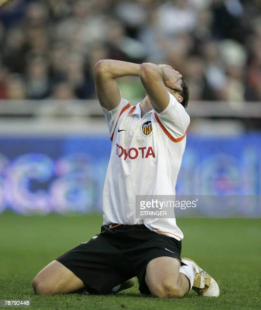Valencia's Ivan Helguera misses a shot on goal against Levante during a Spanish league football match at the Mestalla Stadium in Valencia, 06 January...