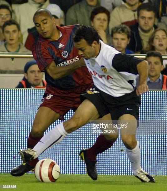 Valencia's Javi Garrido fights for the ball with Girondins's Brazilian Deivid de Souza during UEFA cup second match in Mestalla Stadium in Valencia14...