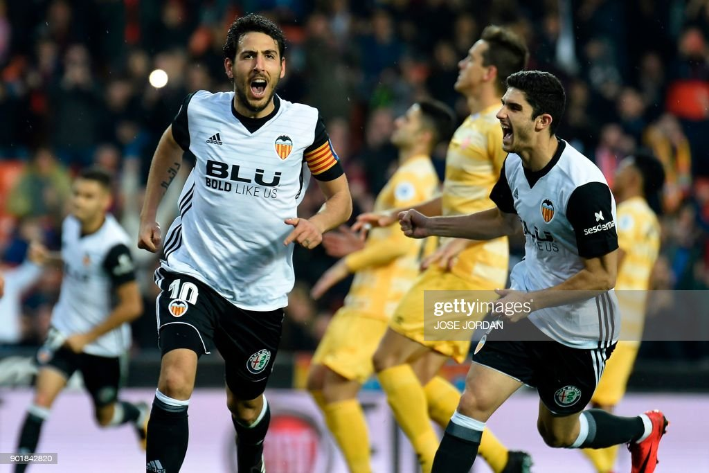 Valencia's midfielder Dani Parejo (L) celebrates after scoring a goal during the Spanish league football match between Valencia and Girona at the Mestalla stadium in Valencia on January 6, 2018. /
