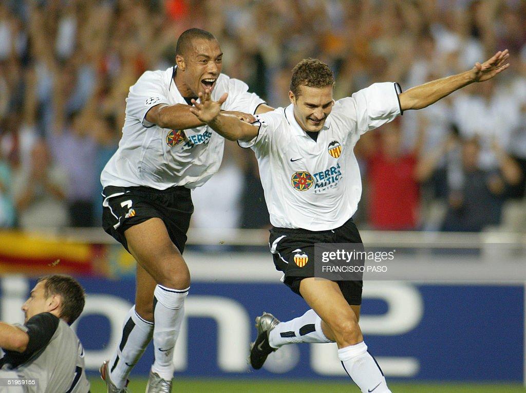 Valencia's player Ruben Baraja celebrates after he : News Photo