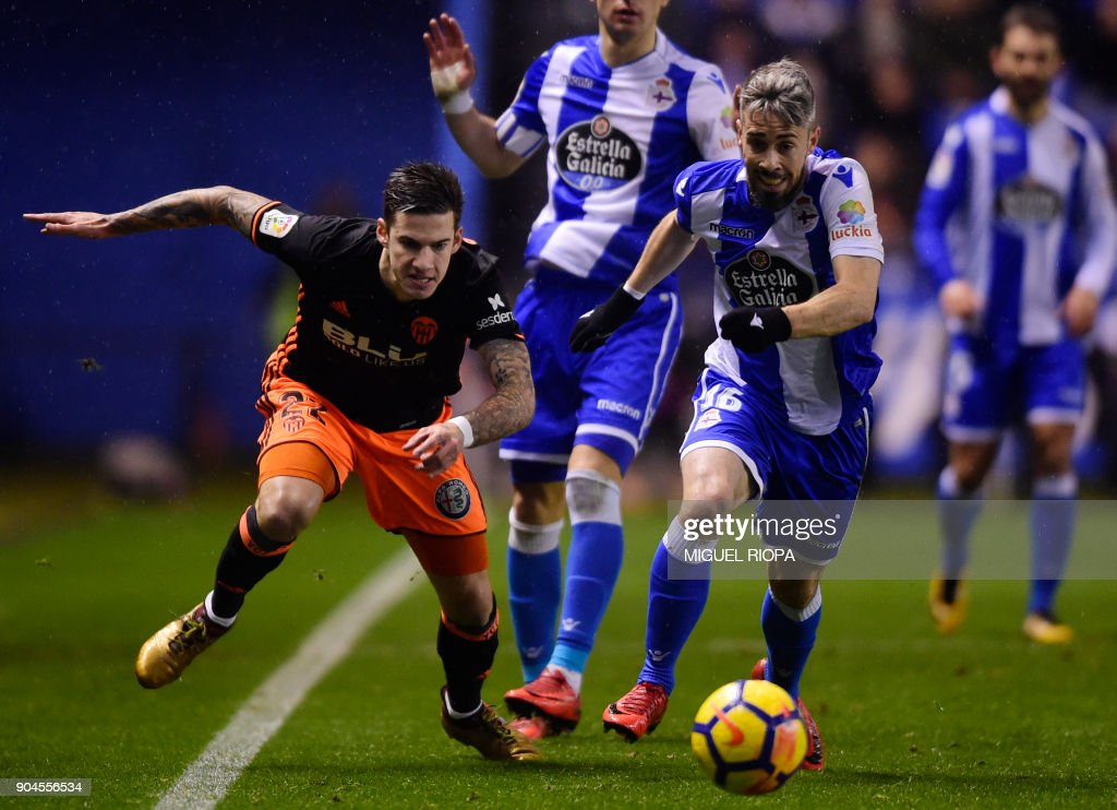 Valencia's Spanish forward Santi Mina (L) vies with Deportivo La Coruna's Portuguese defender Luisinho during the Spanish league football match between RC Deportivo de la Coruna and Valencia CF at the Municipal de Riazor stadium in La Coruna on January 13, 2018. /