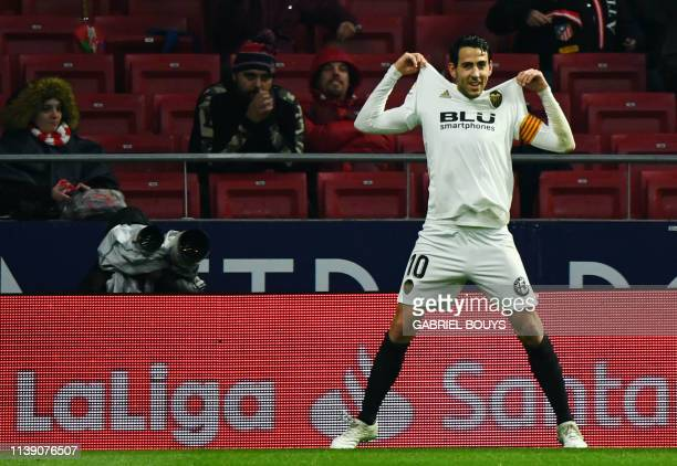Valencia's Spanish midfielder Daniel Parejo celebrates his goal during the Spanish league football match between Club Atletico de Madrid and Valencia...