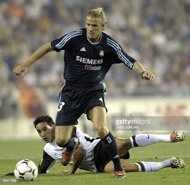 Valencia's Vicente Rodriguez vies for the ball with Madrid's British David Beckham during their Spanish league matchin Mestalla Stadium in Valencia27...