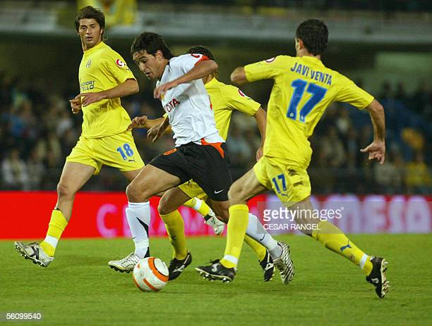 Valencia's Vicente Rodriguez vies with Villarreal's Javier Rodriguez and Alessio Tacchinardi during their Spanish League football match at the...