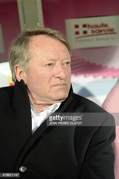 Valenciennes' Belgian head coach Ariel Jacobs looks on prior to the French L1 football match EvianThonon vs Valenciennes at the Parc des Sports in...