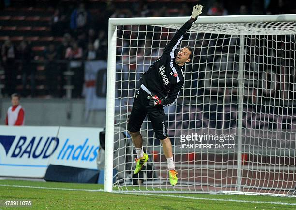 Valenciennes' Brasilian goalkeeper Manio Novaes warms up prior to the French L1 football match EvianThonon vs Valenciennes at the Parc des Sports in...