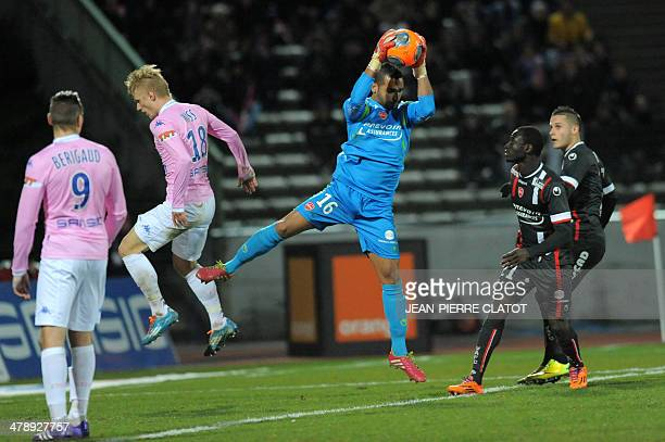 Valenciennes' Brazilian goalkeeper Macedo Magno Novaes grabs the ball during the French L1 football match EvianThonon vs Valenciennes at the Parc des...