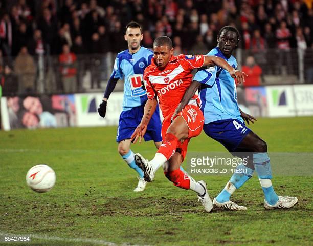 Valenciennes' forward Johan Audel scores a goal against Le Havre's defender Massamba Lo Sambou during the French L1 football match Valenciennes vs Le...