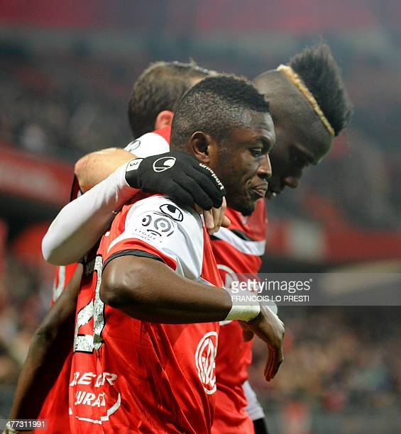 Valenciennes' Ghanean forward Majeed Waris is congratulated bu teammate French defender Arthur Masuaku after scoring a goal during the French L1...