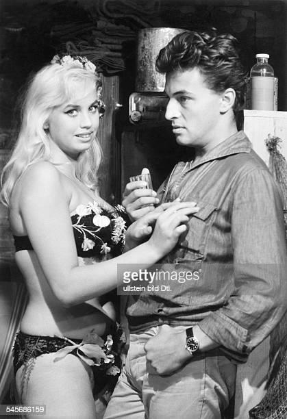 Valentin Barbara * Actress Austriawith Rainer Brandt in the movie `Ein Toter hing im Netz` 1960