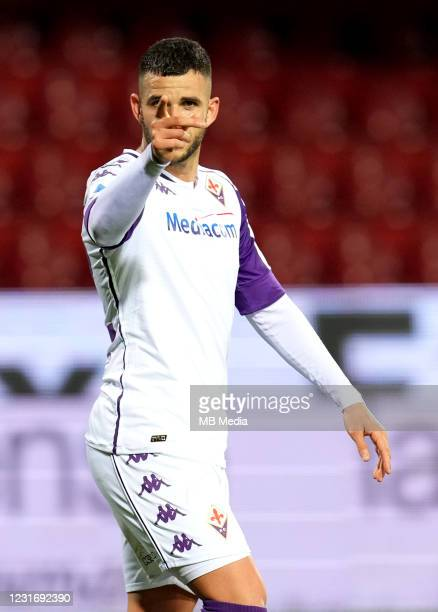 Valentin Eysseric of ACF Fiorentina celebrates after scoring his goal during the Serie A match between Benevento Calcio and ACF Fiorentina at Stadio...
