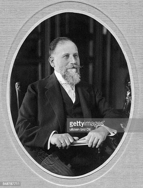 Valentin Julius Businessman Germany *1921 Councillor of Commerce Supervisory board of the AEG Portrait around 1910 Photographer Wilhelm Fechner...