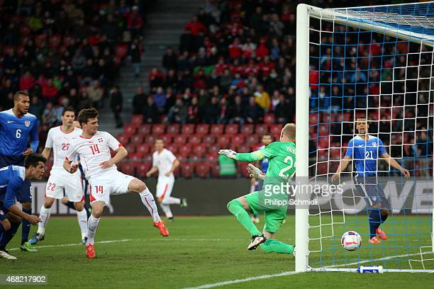 Valentin Stocker of Switzerland scores the equalising goal against William Yarbrough of the USA during the international friendly match between...