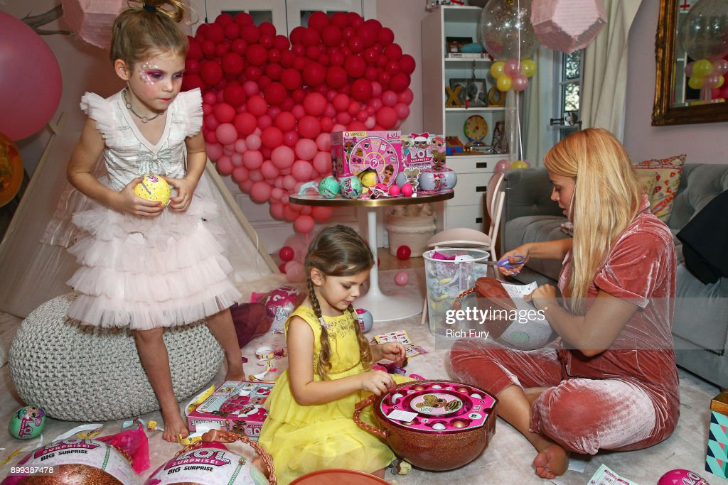 Valentina Haas Cricket Pearl Silverstein And Busy Philipps