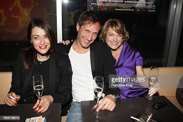 Valentina Lodovini Und Benno Fürmann Mit Elke Winkens Bei Der Premiere Zu Pornorama Am 081007 In München
