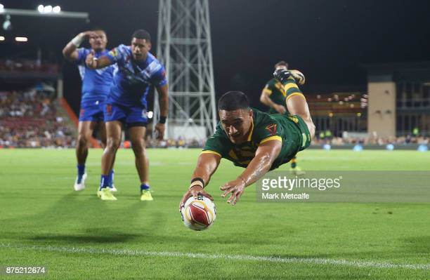 Valentine Holmes of Australia scores a try during the 2017 Rugby League World Cup Quarter Final match between Australia and Samoa at Darwin Stadium...