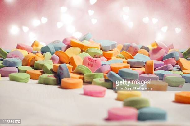 valentine's day candy hearts focus on text me - candy heart stock pictures, royalty-free photos & images