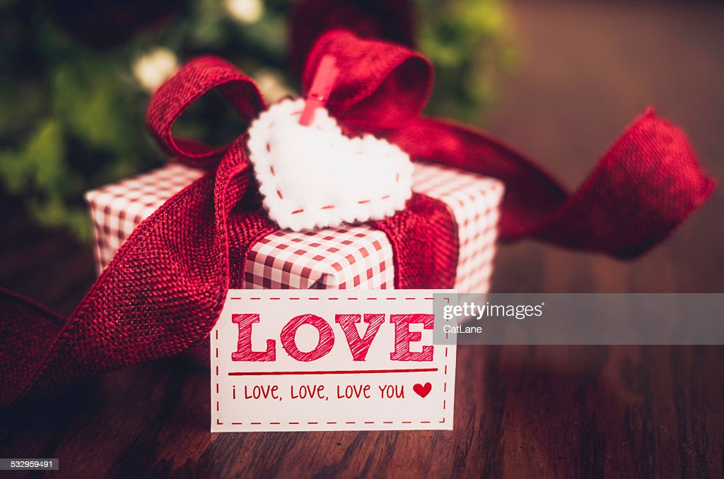 Valentine's Day gift with love note : Stock Photo