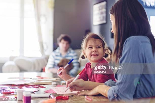 valentine's day, moeder valentijn kaarten maken - naughty valentine stockfoto's en -beelden