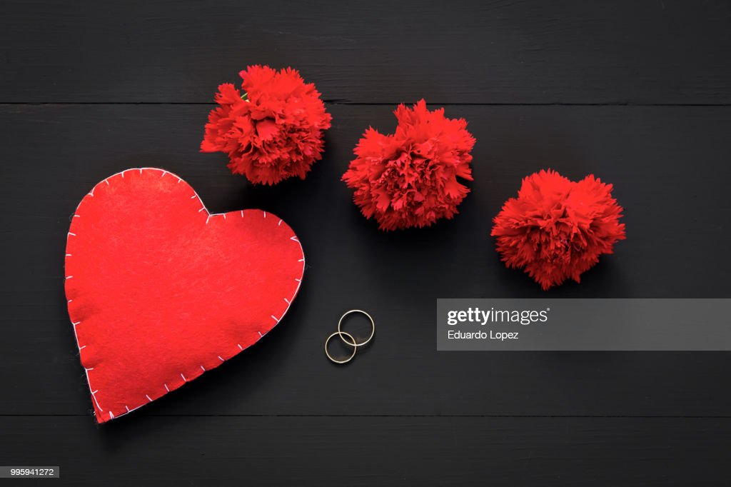 valentines day with hearts and red flowers ストックフォト getty images