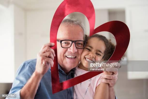 Valentinstag mit multiethnischen Familie