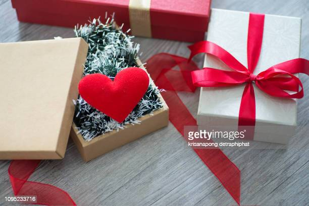 valentine's day,valentine's day gift box,christmas gifts,valentine's day - february background stock pictures, royalty-free photos & images