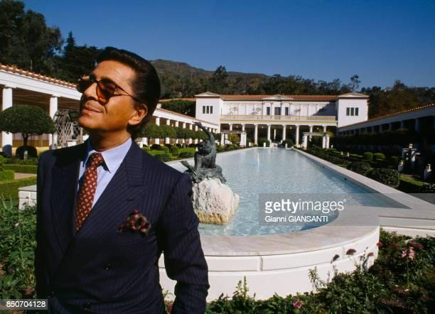 Valentino Garavani à la villa du Paul Getty Museum à Los Angeles en novembre 1988 EtatsUnis