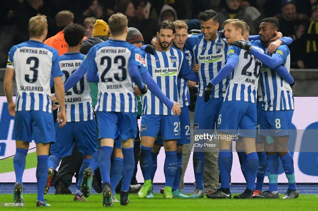 Hertha BSC v Borussia Dortmund - 1.Bundesliga : Nachrichtenfoto